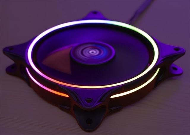 Подсветка вентилятора Aerocool Eclipse 12 выполнена в виде двух RGB-колец
