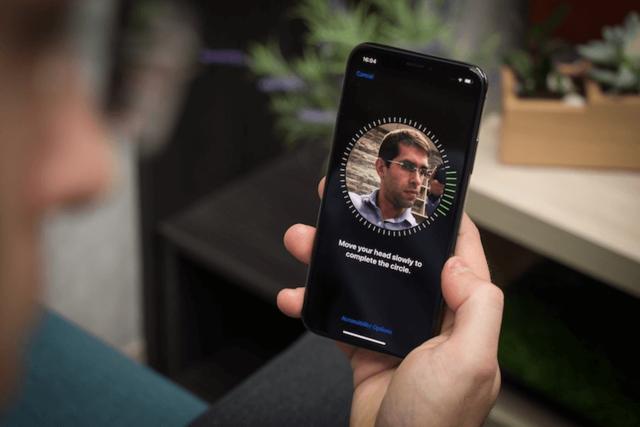 Все больше производителей внедряет технологию 3D-распознавания лиц. А что насчет Samsung?