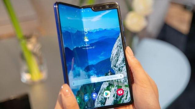 Названы цены и сроки появления Galaxy Fold в России
