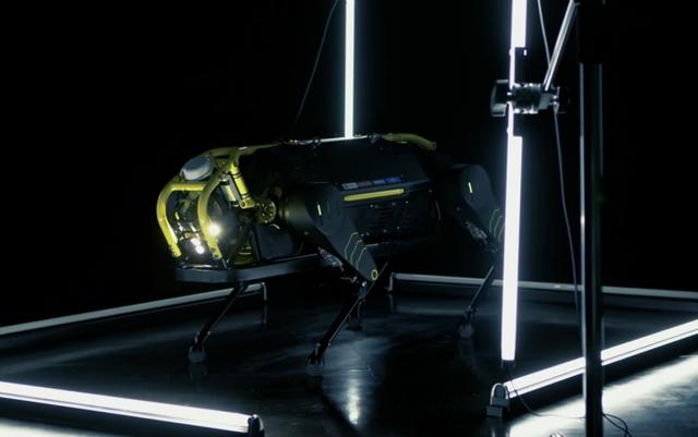 Видео: четырёхногий робот HyQReal тянет за собой самолёт