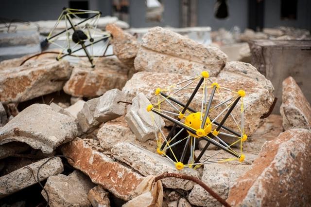 Представлен робот для безопасного десантирования с высоты без парашюта